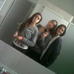 Valeeee guapas en efisica jeje @Nooeliaa6 @paatriciapons http://t.co/89bHCTyye9