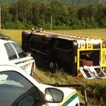 3 students w/minor injuries after bus wreck in Anderson Co. Another driver ran bus off the road via @HayleyWATE http://t.co/vGtEYLQR54