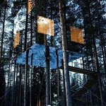RT @ThatsEarth: Mirrored tree house in Sweden.