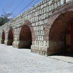 En #Oaxaca podemos ver parte de un antiguo acueducto del S.XVIII, que surtió agua a la Ciudad hasta 1940. #twitterOax http://t.co/bprW1zXF9Q