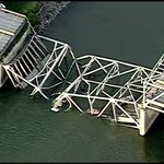 Collapsed I-5 road bridge over #Skagit River in US state of Washington http://t.co/K6UlMwl7RW