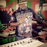 Wit All Ya Favs 4rm #HipLife #RnB #HipHop #Soul #Afrobeatz & More Itz @sammyforson On DA #MydMoringShow .Holla http://t.co/WG3kXEKpDN