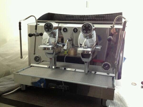 ' @rumahkopigayo: jual new espresso machine vibiemme lollo 2 group harga miring BU @kopibrikdotcom @Barista_ID http://t.co/ZXZoumbvFB