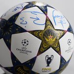 To win a #UCLfinal ball signed by @FCBayerns Robben, Schweinsteiger, Müller & Ribéry RT this. Winner at 20k RTs. http://t.co/V2vvI1aFFC