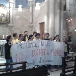 @GuyValarino teachers occupy the chapel of Sagrada Familia church against dismissals and #LOMCE law HT http://t.co/S9jaWQ21gN