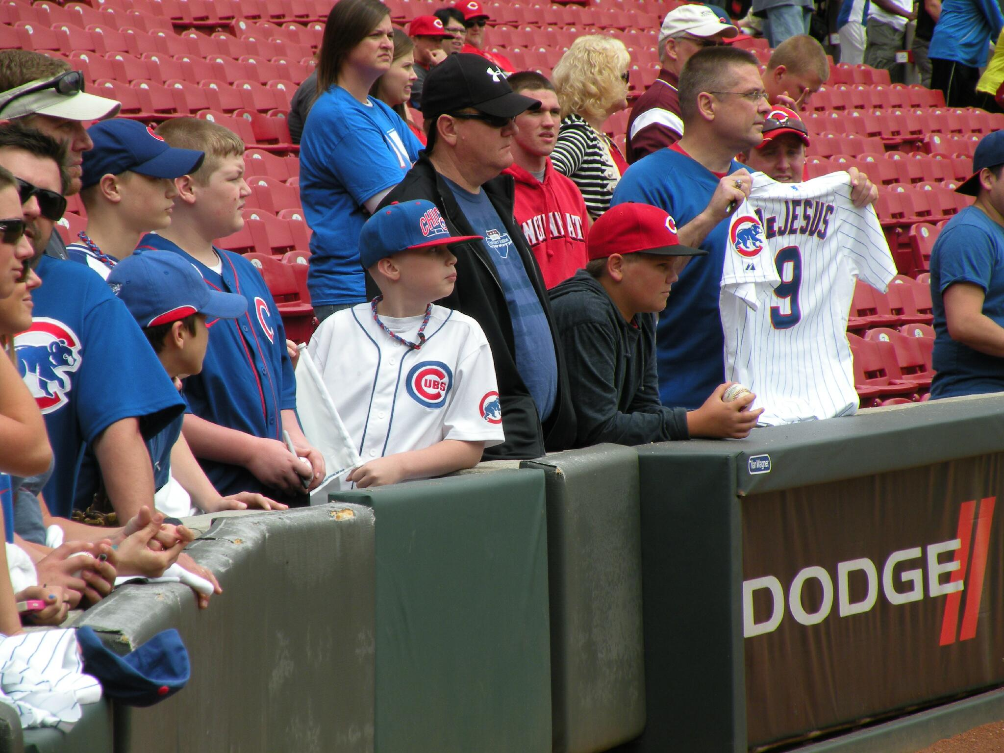 #Cubs take on the #Reds in Cincinnati in 10 minutes on @WGNTV and @WGNRadio. http://t.co/YEfqO3ATVd
