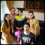 :D RT @mangayuuu: Astaga mukanya ramaaaa hahaha RT @putudiahku: I sustain myself with the love of family. ♥ http://t.co/pc7mqNTvH2