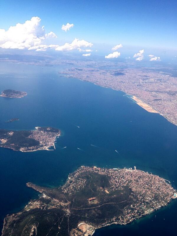 """""""@sunayakin62: Adalar üstünden İstanbul Boğazı... İzmir'e uçuş! http://t.co/kb54k8khwS"""""""