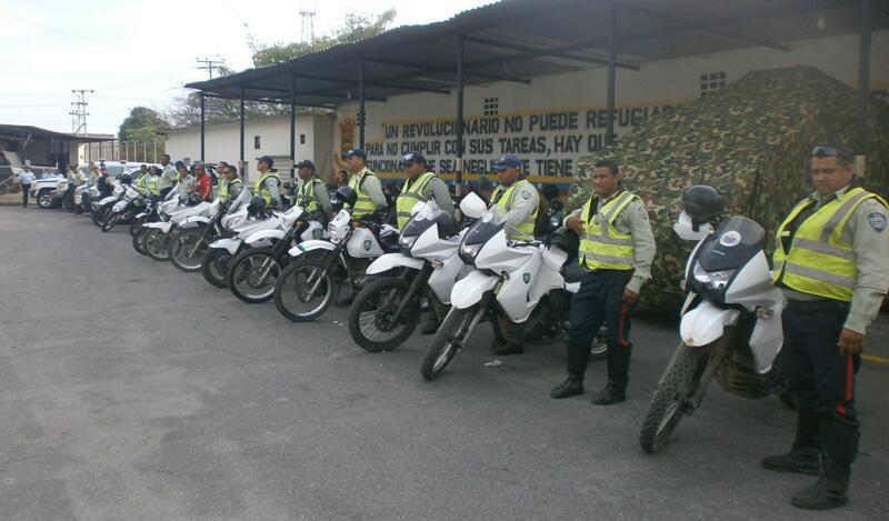Policabimas en conjunto con el Cebpez y la GNB recorren dia a dia diversos sectores de la ciudad! http://t.co/AYNm5ph5vt