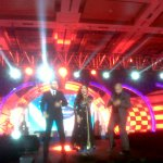 RT @ultimateshreya: @shreyaghoshal performs at #IndianIdolJunior Press conference with Vishal - Shekhar : http://t.co/YyWtbWLMj6