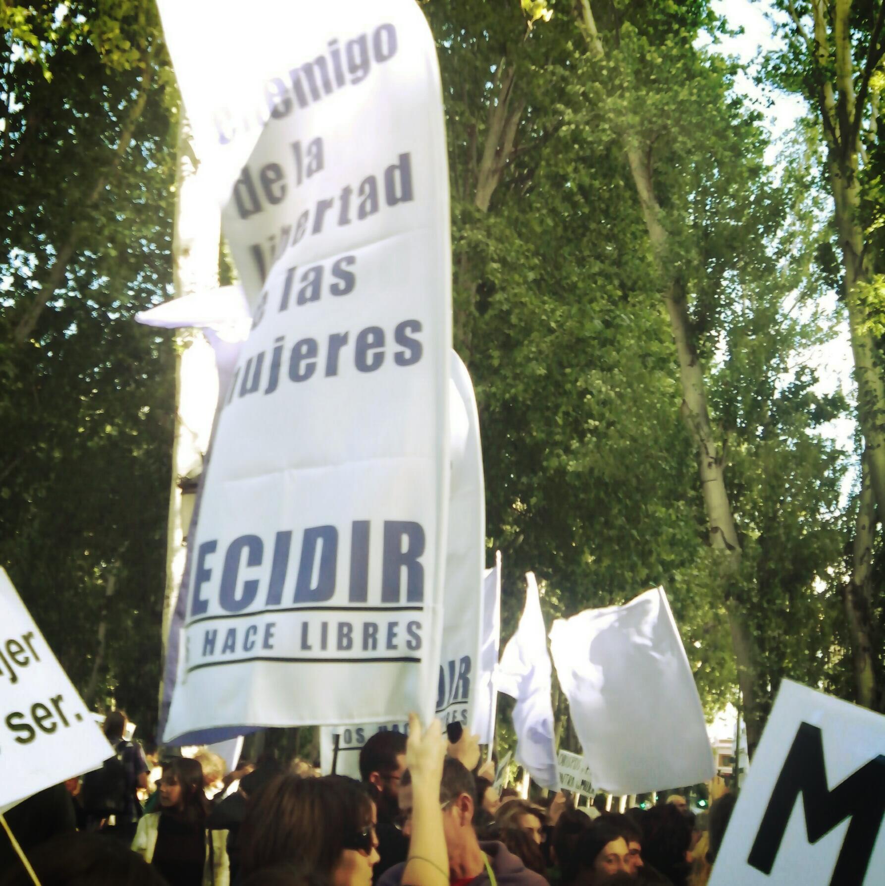 #derechoaborto28m 'Gallardón dimisión' y 'aborto retroactivo para Gallardón' http://t.co/DGyD4NiehE