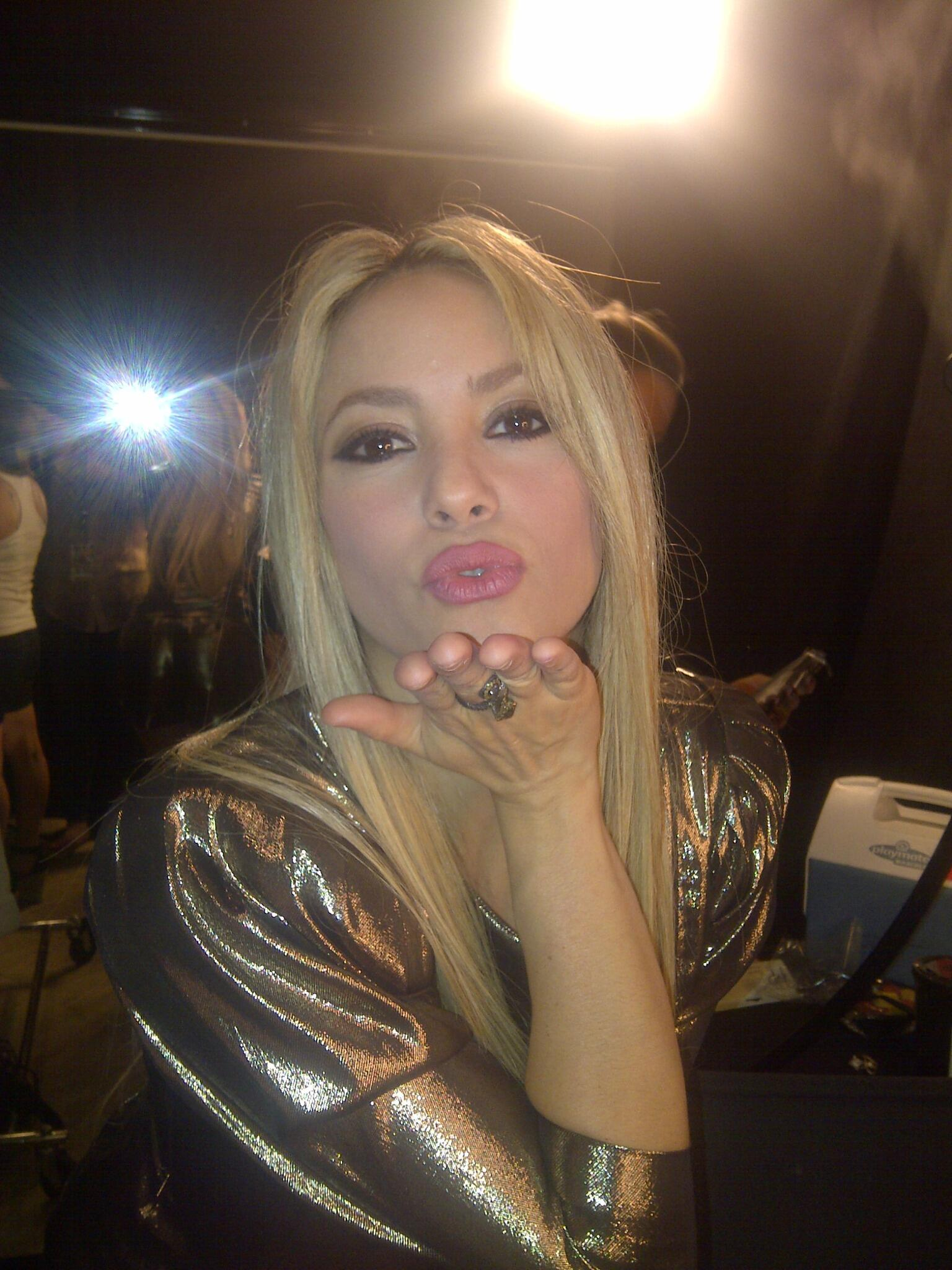 A little kiss for my #shakifans to thank you, you are the best in the whole world!!! -Shak http://t.co/iwIPdrnFu8