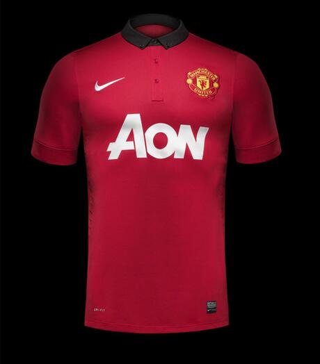 Manchester United's new kit feels a bit sober and disappointing after Liverpool's spectacular away shirt #mufc http://t.co/dhnTno8AEY
