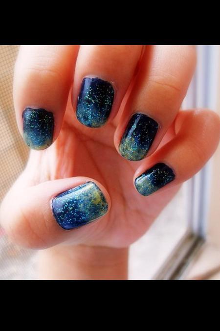 RT @VaneFashionVigo: Con algo de tiempo,esmalte azul marino y purpurina podeis recrear el espacio en vuestra #manicura. #belleza #nailart http://t.co/V42QO9Ddga