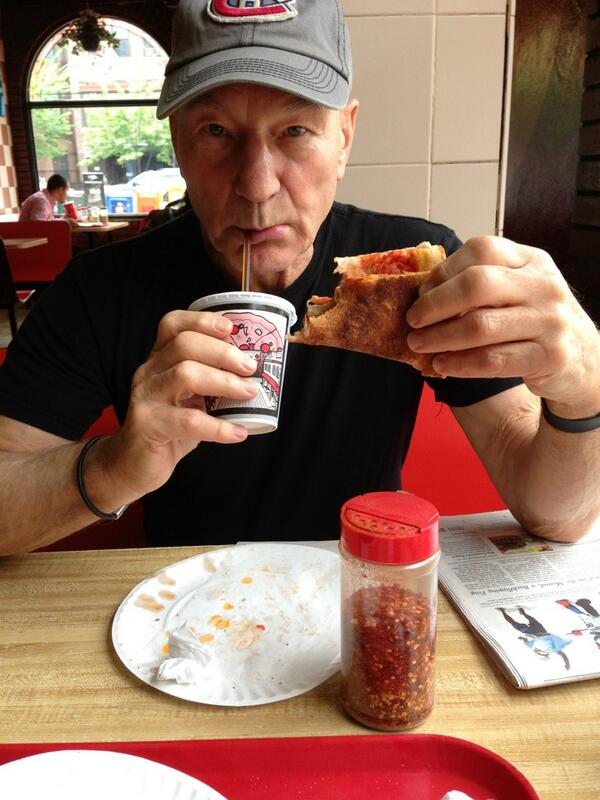 """RT @sirpatstew: My first ever pizza """"slice"""". Please note: the authentic NY fold. http://t.co/vcJn53S3TF #lp #travel #food"""