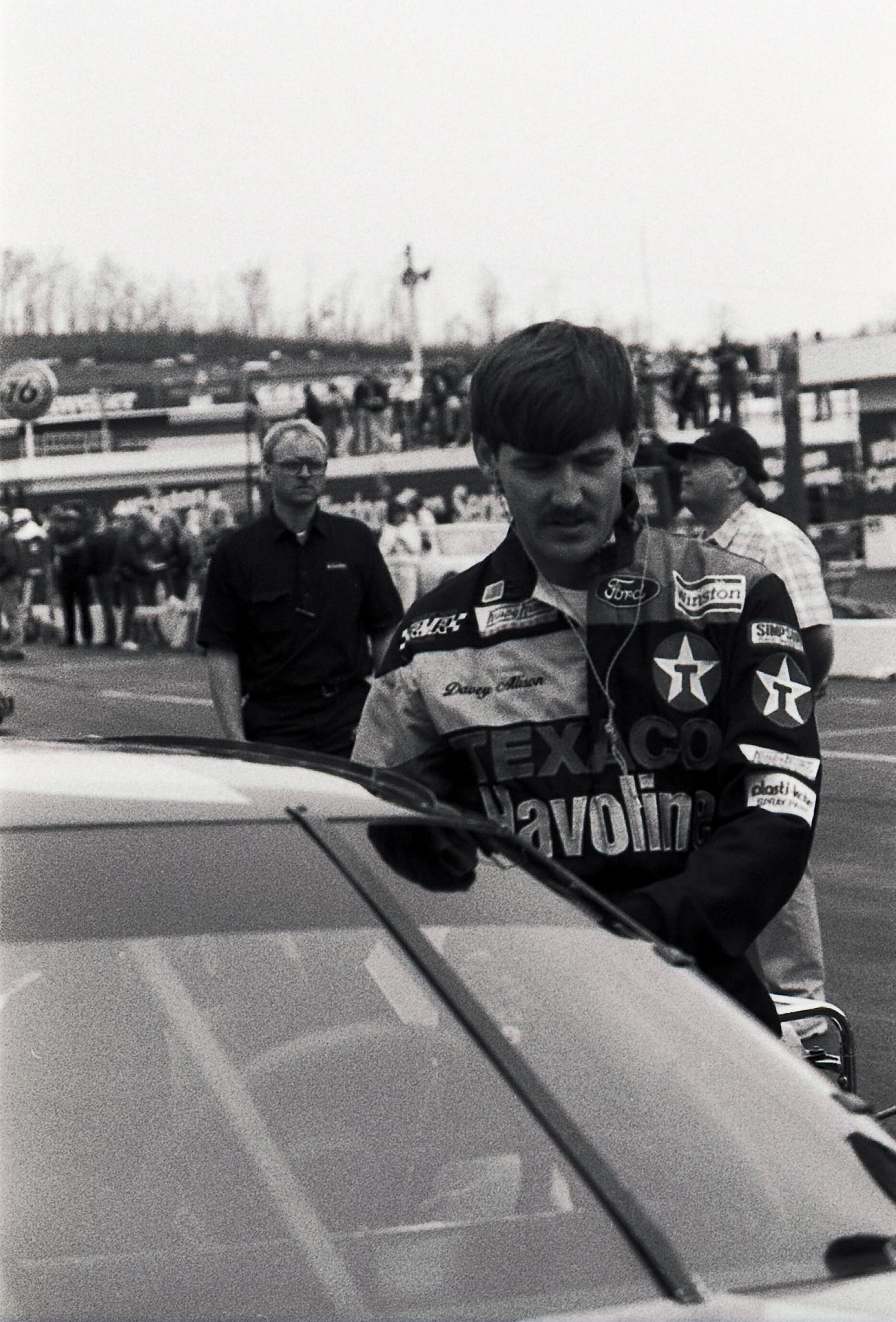 THROWBACK THURSDAY: Davey Allison jumps into his @Ford before the 1991 Valleydale 500 @BMSupdates #NASCAR http://t.co/4r5ycWWu4T