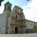 La Basílica de la Soledad, en la Ciudad de #Oaxaca, sobresale por su arquitectura y decoración artística. #TwitterOax http://t.co/gVj2xZtgzF
