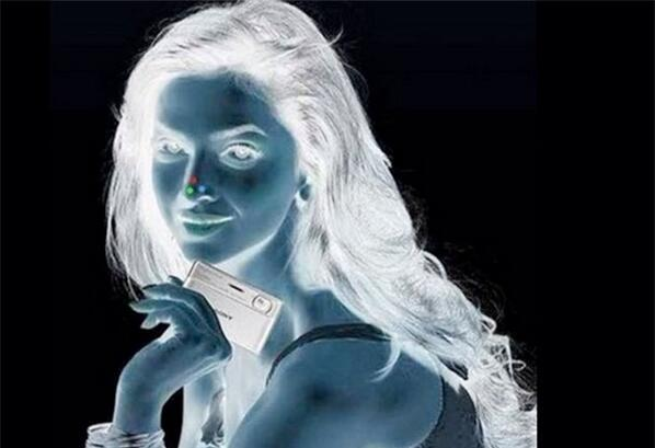 SHAQ (@SHAQ): 1.look at the red dot for 30 seconds 2.  look at a white ceiling /  after the 30 seconds 3. Blink your eyes quickly http://t.co/MReSwG4hSC