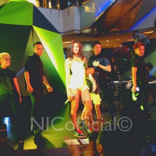 #AgnezMoCokeBottle (@NICofficial): Superb surprise from @agnezmo! New songs #BadGirl & #Walk were sung tonight. Thank u for the great night. http://t.co/LhvtFY1jn1