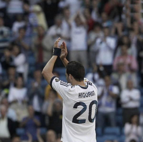 BLsi EWCMAAFNy0 Juventus or Arsenal? Gonzalo Higuain confirms he is leaving Real Madrid