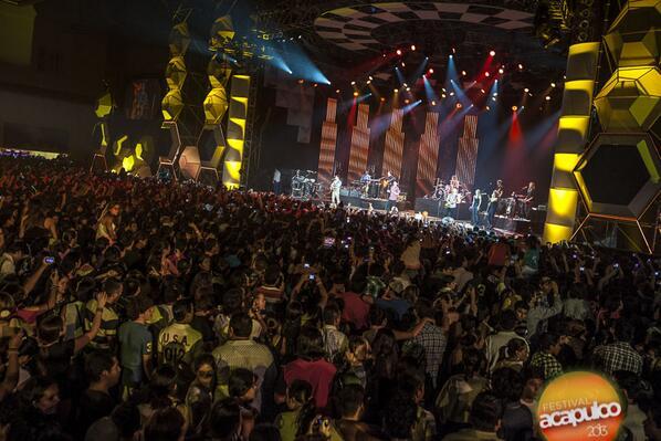 RT @JonaticasMEX: #FOTO  HD   Jonas Brothers  en el Acafest 2013 http://t.co/k4N5DmrSFI