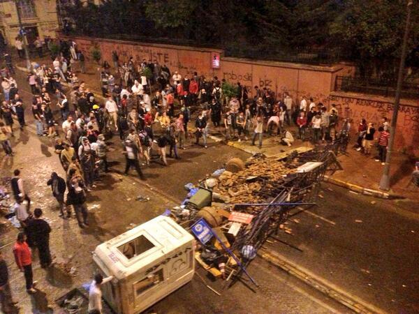 W police crackdown in nearby Besiktas, these guys block street to #Taksim sq using sidewalk bricks #Turkey http://t.co/OdQeJxzfsC