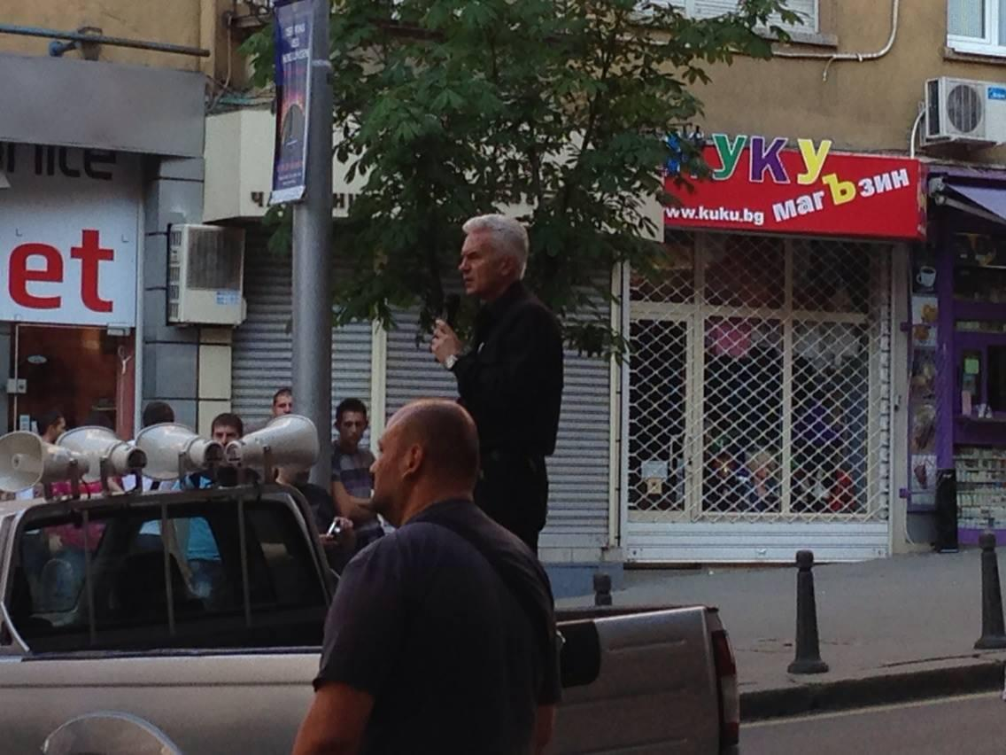 RT @KarolevVladimir: Някой ПолОдява пред Куку магЪзина! #ДансwithME http://t.co/WQZBr65QMi