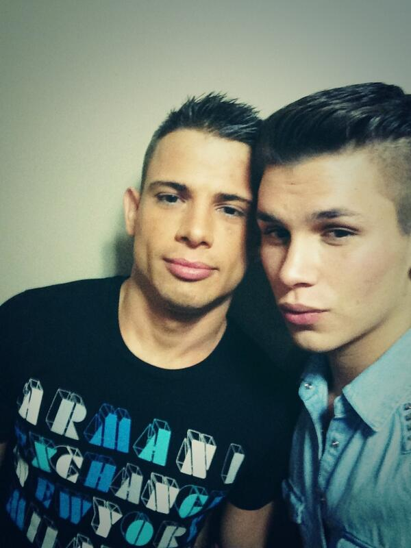 Seth Knight (@sethknightxxx): Hahah love @brenteverett had a blast with him last night.  Tonight will be crazier http://t.co/KsUz2FECJL