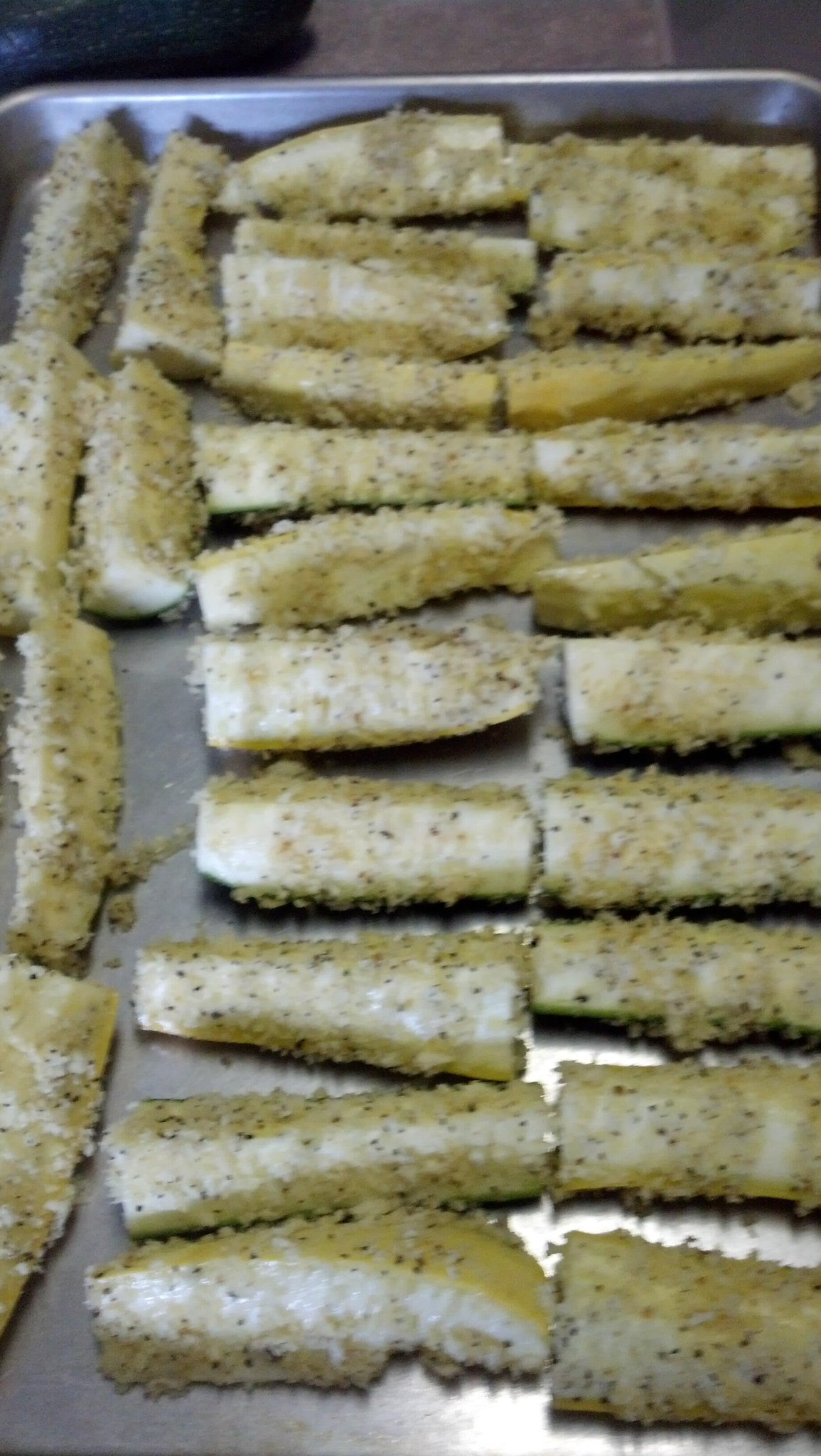 Lemon Pepper Panko Summer squash & zucchini ready 2B baked. Plus Italian sausage for dinner. Going 2B awesome I hope http://t.co/b99IktmPJU