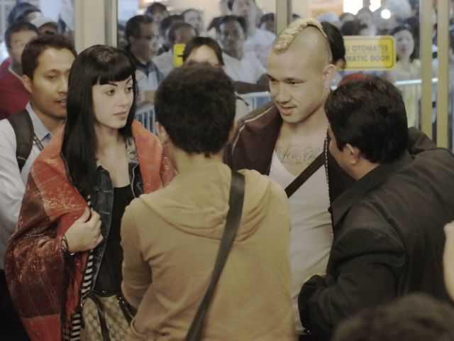 Proses mangulosi selamat datang terhadap @OfficialRadja dan Istrinya setiba di Sukarno Hatta  http://t.co/eoXBA8q1eG