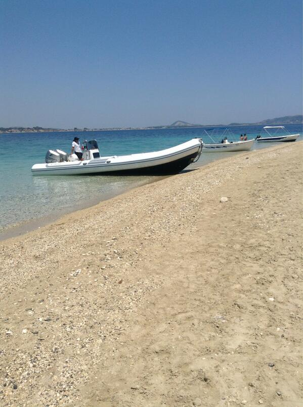 I tender possono lasciare i turisti in sardegna pagano e non possono avvicinarsi alle spiaggie.. http://t.co/aDF1Bl97xY