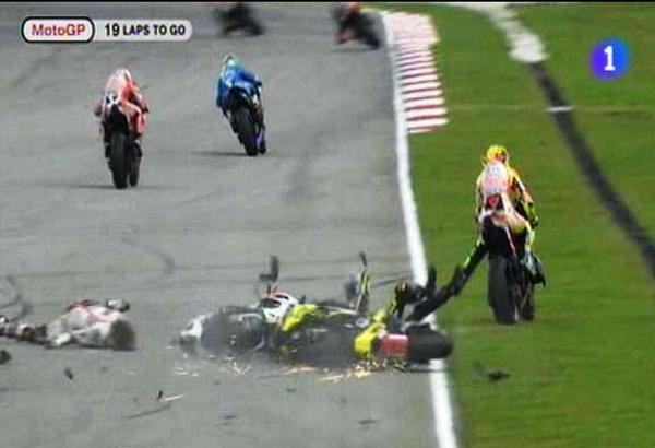 RT @iHistorico: 23 de octubre de 2011, Marco Simoncelli, piloto de moto GP pierde la vida tras un grave accidente en plena carrera. http://t.co/sA3rcc8Qs2