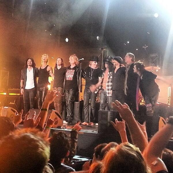RT @Myles_ABfanJPN: <Photo> Here's a Fantastic pic of ROCK LEGENDS on stage #KingsofChaos last night! Via @SlashFrance! Thank you!! http://t.co/qm8qtKdVhV