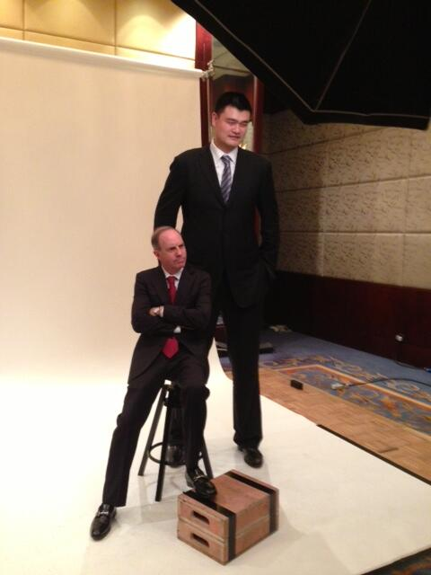 What a way to end #FortuneGlobal. Andy @serwer with @YaoMing, a class act. http://t.co/96rdf8Fohw