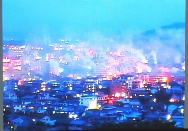 別府市鉄輪温泉で火災発生っていうからライブカメラ見てみたけどどれが火事か全然わからんwww #湯けむり http://t.co/IJJLEoMZbj