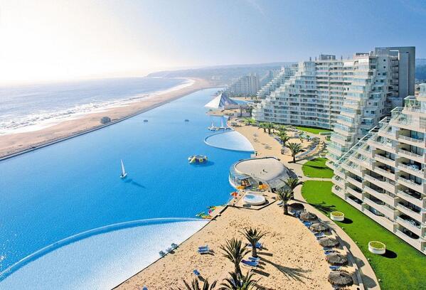 RT @Carpio_Marca: Tercera y última foto de la mayor piscina del mundo, en San Alfonso del Mar (Chile). Vía @elpais. http://t.co/I1Ano1kBDN