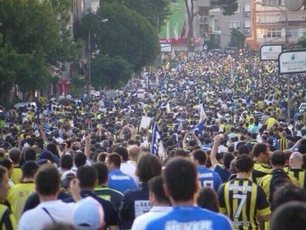 #تركيا_تنتفض  اﻷولتراس ينضمون #turquie les ultras dans la rue http://t.co/UF6MGeXtbA
