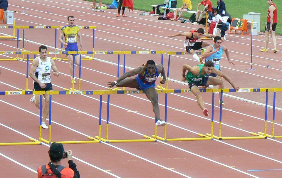 RT @MigVillasenor: Preciosa carrera ayer de 110m vallas, duelo Qui??nez-Fran L?pez, este es el paso de la ?ltima valla (foto Ana Urrea) htt?