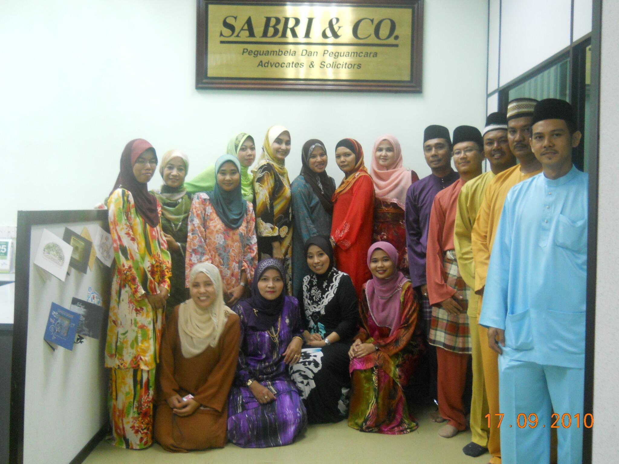 Raya 2010 di Opis Sabri & Co kepala Batas...hehehe http://t.co/ccbP8Vz1UY