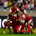 RT @WorldFBWeekly: #TAHITI celebrate their historic goal - get this RTd and shared - a great moment http://t.co/vA9wGbQdBw