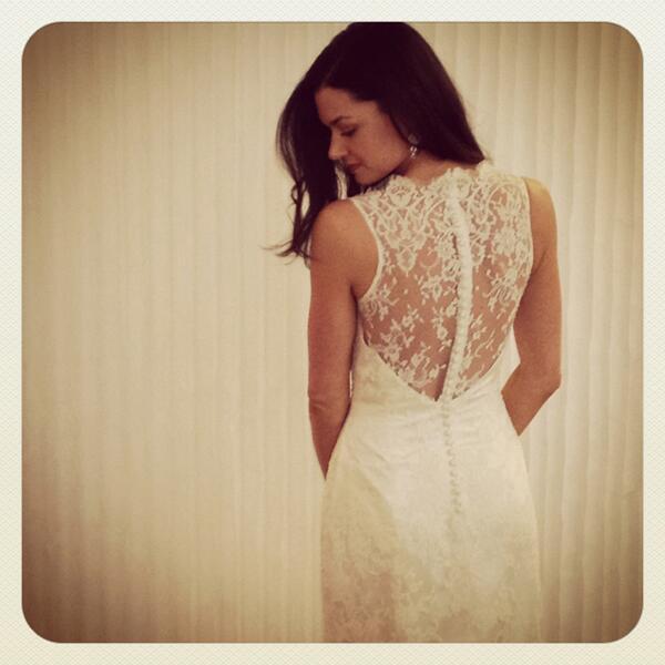 #Rumor Se dice que esta es __ modelando con vestidos de novia, para un patrocinador de Irlanda #Leely http://t.co/UQqL0RTrNn