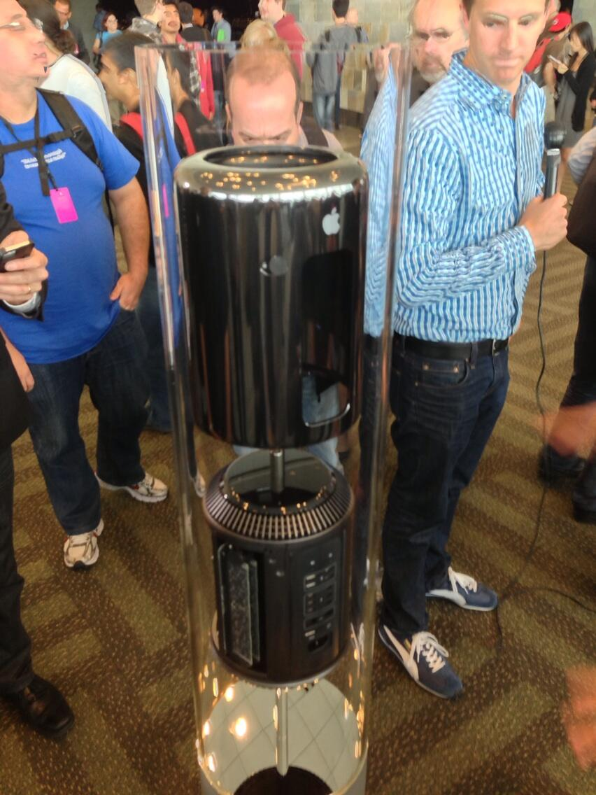 なんともSFチックだわ。 RT @nobi: The all new Mac Pro #WWDC http://t.co/eRyyBPM3kU