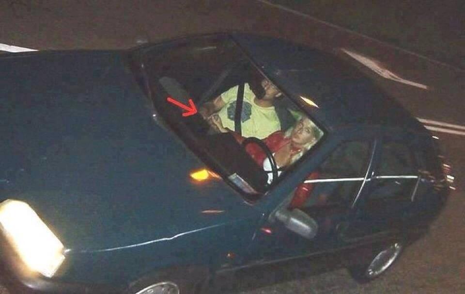 Foto na net é igual fazer xixi na piscina. Não dá pra tirar! Olha aí a foto da Xuxa no Monza 91 com câmbio de carne. http://t.co/jc9Osalx6P