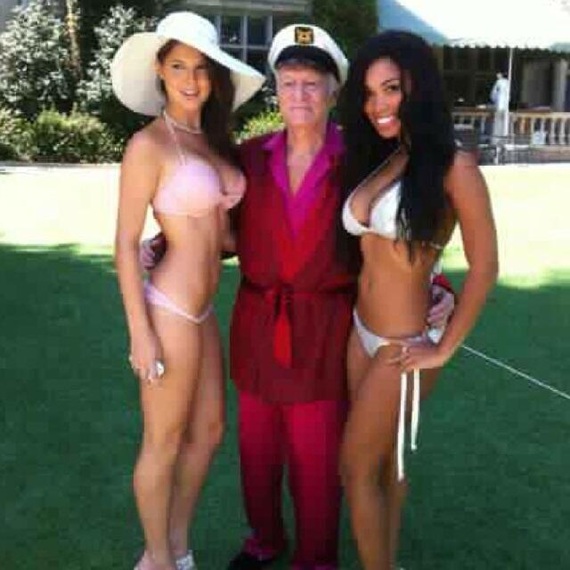 Another throwback of me @amandacerny and @hughhefner :-) http://t.co/h0nSqOVuwT