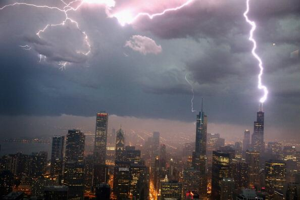 Getty Images: Lightning striking the Willis Tower in Chicago tonight http://t.co/o2QIBT6uyg (@passantino)