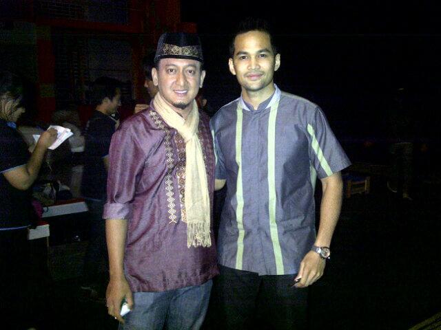 "Mkasih ya ustad""@zackymirza_: W/ @teukuwisnu2 Shoot Cahaya Ilahi Berbuka Ramadhan di B'Channel.. http://t.co/Xu9Gcg5RGz"""