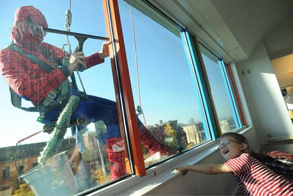 We love this. The local window cleaner dresses up as spiderman when he cleans windows at the children's hospital. http://t.co/EQxUtvTvbb
