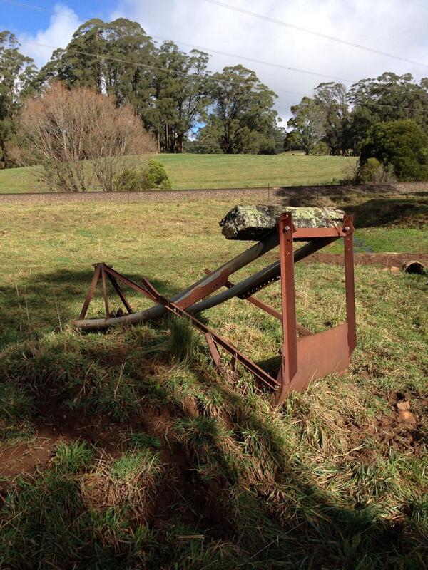 Anonymous disused farm machinery. #tweetedfarmwalk @LynDavey @zoerose22 http://t.co/UJxwua6fqy