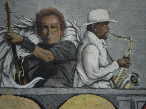 Stan Goldstein (@Stan_Goldstein): New painting of Bruce Springsteen and Clarence Clemons on side of building on Main Street in Asbury Park. #2big2die http://t.co/V8h2CEcHrF