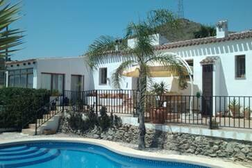 Murcia, Spain £251,000 3 bed villa with 5.6 acres! If you want info on buying abroad please call us on 01306 885466 http://t.co/AzFikMPHE7